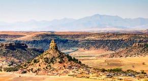 对巴索托圣洁山的鸟瞰图,莱索托的标志在马塞卢,莱索托附近的 库存照片