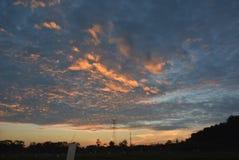 对黄昏的云彩 免版税库存图片