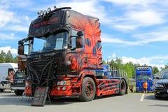 对黑暗的重型卡车展示优胜者的恐惧 免版税图库摄影