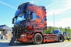 对黑暗的重型卡车展示优胜者的恐惧 库存图片