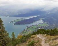 对巴法力亚湖walchensee的看法从herzogstand山 免版税库存照片