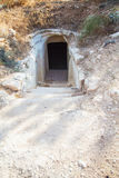 对洞白垩的入口 库存图片