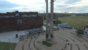 对1970的下落的造船厂工作者的年纪念碑在格但斯克,波兰, 07 2016年,空中英尺长度 股票视频
