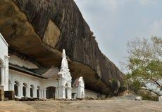 对洞的入口在佛教寺庙 免版税库存照片