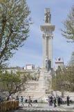 对1812的宪法的纪念碑,参观monum的游人 免版税库存图片