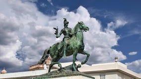 对1812的宪法,在石头做的装饰细节和古铜,卡迪士,安大路西亚的纪念碑 免版税库存照片