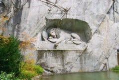 对死的狮子纪念碑的看法在卢赛恩,瑞士 免版税图库摄影