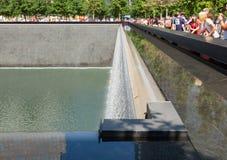 对200的9月11日,受害者的纪念喷泉 免版税库存图片