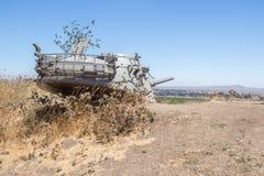 对1973年赎罪日战争的纪念品在戈兰高地 以色列坦克的被毁坏的塔开掘了到地面在direc的 库存照片