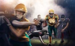 对3d体育比赛场所的残酷橄榄球行动 有球的成熟球员 免版税图库摄影
