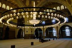 对Al Fateh清真寺,麦纳麦,巴林的内部看法 免版税图库摄影