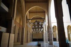 对Al Fateh清真寺,麦纳麦,巴林的内部看法 免版税库存图片