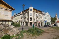 对Barbacan公寓旅馆历史大厦的看法在街市维尔纽斯,立陶宛 免版税库存照片