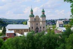 对Bernardine修道院的看法从城堡小山在Zbarazh 库存照片