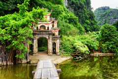 对Bich东塔的主闸, Ninh Binh省,越南 免版税库存图片