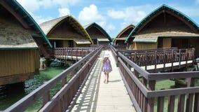 对Bunglaow的步行 免版税库存图片