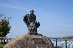 对Burlak的纪念碑在雷宾斯克 免版税库存照片