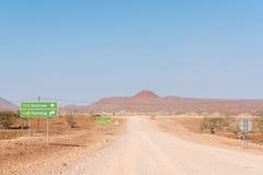 对C43路的C40路变动在岔开的Palmwag 库存图片