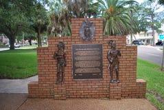 对Calusa的进贡和森密诺尔人印地安人在威尼斯佛罗里达 免版税库存图片
