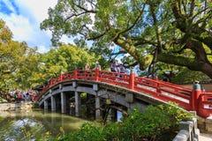 对Dazaifu Tenmangu的一座桥梁 库存照片