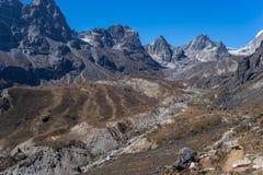 对Dzongla村庄的足迹和雀儿山通过,珠穆琅玛地区,尼泊尔 库存照片