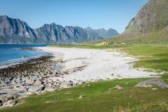 对Eggum海滩的美丽的景色在挪威, Lofoten海岛 库存照片