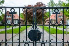 对Ehrenfriedhof的入口在威廉港,德国 免版税图库摄影