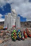 对Elbrus防御的英雄的纪念碑  免版税图库摄影
