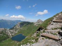 对faulhorn瑞士的供徒步旅行的小道 免版税库存图片