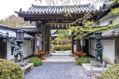 对Fukuchi在寄宿在Koyasan,日本的寺庙的入口 库存照片