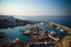 对Girne小游艇船坞,北部塞浦路斯的鸟瞰图 免版税库存照片