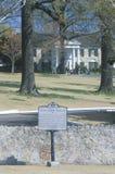 对Graceland,埃尔维斯・皮礼士利,孟菲斯, TN的家的入口 库存照片
