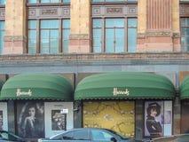 对Harrods的正门在伦敦,英国 免版税库存图片