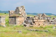 对Hierapolis古老市废墟的全景 库存图片