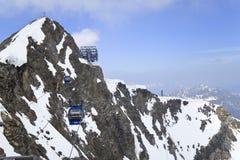 对Hintertux冰川的Gletscherbus,奥地利 免版税库存照片