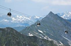 对Hintertux冰川, Austri的空中览绳长平底船 库存图片