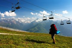 对Hohe Tauern的Kitzbuheler Alpen与驾空滑车 免版税库存照片