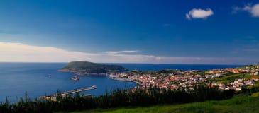 对Horta小游艇船坞和城市, Faial海岛,亚速尔群岛,葡萄牙的鸟瞰图 库存照片