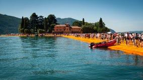 对Isola二圣保洛的浮码头 图库摄影