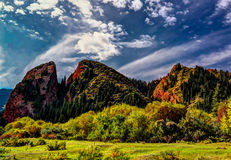 对Jeti Oguz的亦称全景视图七头公牛峡谷吉尔吉斯斯坦 免版税图库摄影