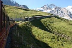 对Jungfraujoch, Abfahrt 36, Switzeland的Jungfraubahn铁路 免版税图库摄影