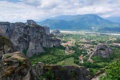 对Kalambaka镇的看法从迈泰奥拉的晃动,色萨利,希腊 库存图片