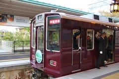 对Kawaramachi的京都火车 库存照片