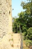 对Kokorin城堡墙壁的侧门  免版税库存照片