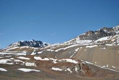对Leh风景雪加盖的山的Manali 免版税库存图片