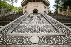 对Linggu塔的石楼梯在石头城 免版税库存图片