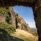 对maison在Feliceto附近的du bandit的入口在可西嘉岛 免版税库存图片