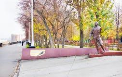 对Martemyanov体育飞行员纪念碑在克麦罗沃市 免版税库存图片