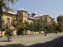 对Melli广场的德黑兰艺术大学南门 免版税库存照片