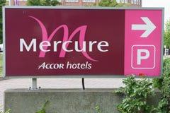 对Mercure旅馆的标志 免版税库存图片